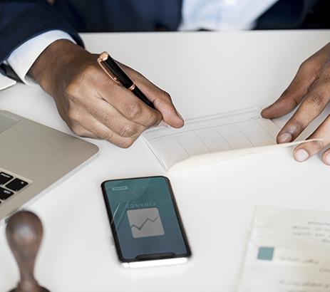 どちらが審査に通りやすい? 銀行の短期融資と長期融資の特徴