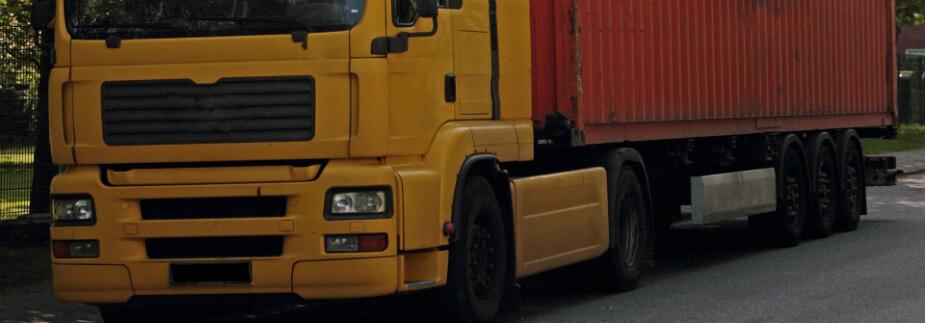 トラック買い替えのタイミングはいつ? 資金調達方法も併せて紹介
