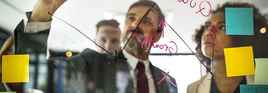 従業員に事業継承を行う際の課題とは